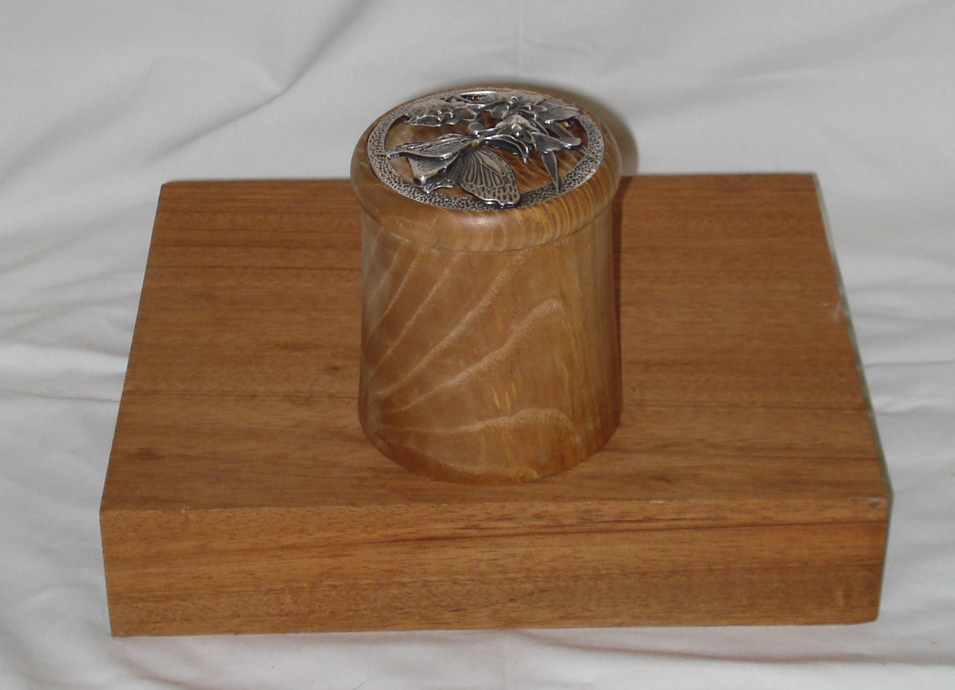 Ash box with a pewter lid insert